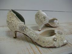 Vintage Shoes: Antique Lace, Pearls, Kitten Heels, Ivory Swarovski Crystal !!