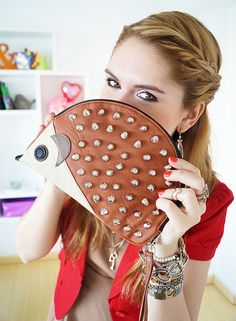 This hedgehog clutch is one of the cutest purses ever !