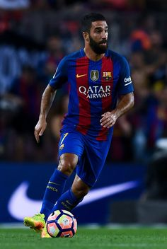 Ardan Turan of FC Barcelona runs with the ball during the La Liga match between FC Barcelona and Deportivo Alaves at Camp Nou stadium on September 10, 2016 in Barcelona, Catalonia.