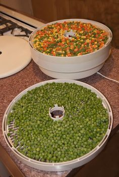 This would be great for making soup mixes. Dehydrating frozen veg I do this alll the time , hit a GREAT sale an dry it all! Frozen Vegetables, Mixed Vegetables, Fruits And Veggies, Canning Food Preservation, Preserving Food, Do It Yourself Food, Canned Food Storage, Dehydrated Food, Dehydrator Recipes