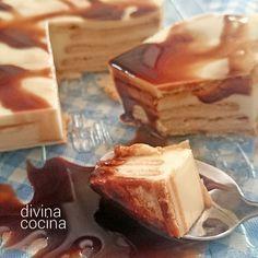 Esta tarta de galletas y chocolate blanco lleva también queso crema y el resultado es delicioso. Puedes decorar con siropes o con frutos rojos.