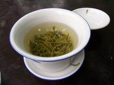 5 bonnes raisons de boire du thé vert noté 5 - 1 vote Après l'eau, le thé est la deuxième boisson la plus consommée du monde. Les Français en sont d'ailleurs friands puisqu'en moyenne 27% des femmes et 15% des hommes en boivent quotidiennement. À raison, car l'on ne cesse de trouver de vraies vertus...