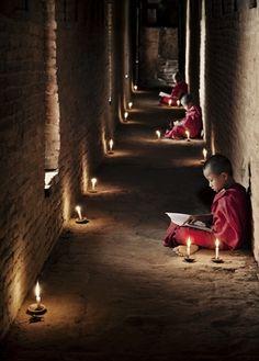☀ sinos e luzes - Monks of Myanmar