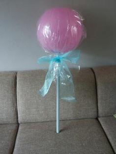 Bekijk de foto van mirandawouters met als titel Inpak ideetje voor een verjaardag.   Grote ballon met geld erin.  Inpakken met sellofaan,  mooie strik erom en klaar is je cadeautje!  en andere inspirerende plaatjes op Welke.nl.