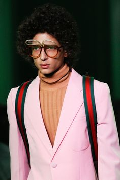 Find out the latest eyewear trends at the Spring 2017 Menswear shows! Gucci Spring 2017, Men's Spring Summer Fashion, Spring Fashion Outfits, Summer Fashion Trends, Fashion Models, Fashion Show, Mens Fashion, Glasses Outfit, Eyewear Trends