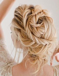 This special post is for those ladies who don't know actually how to choose the best styles of ballerina braids to wear in 2018. This hairstyles is not only for special occasions but you may also wear it for casual events. This will always give you stunning and gorgeous look. Ladies also wear it for dance time.