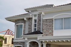 บ้านสไตล์คลาสสิค – ร่วมสมัย ดึงดูดสายตาที่ดีไซน์ภายนอก พร้อมชีวิตสมบูรณ์แบบที่ภายใน | NaiBann.com