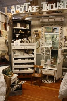 Antique Booth Display Ideas | Notes from A Cottage Industry - Tracey is amazing!