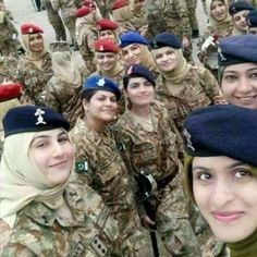 Pak Army Soldiers, Army Pics, Pakistan Armed Forces, Best Army, Hijab Cartoon, Pakistan Army, Girl M, Female Soldier, Military Girl