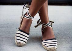 We espadrilles e alpargatas! Shoe Boots, Shoes Sandals, Shoe Bag, Shoe Closet, Converse Shoes, Adidas Shoes, Shoes Sneakers, Cute Shoes, Me Too Shoes