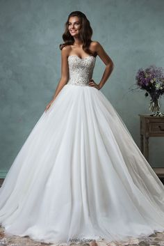 If this sparkling gown hasn't brightened your Monday, then I'm not sure what will! Dress: Amelia Sposa 2015