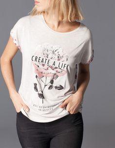 Stradivarius Camiseta manga corta flores