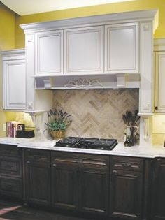 nice combination of ivory/cream upper cabinets with dark chocolate lower cabinets