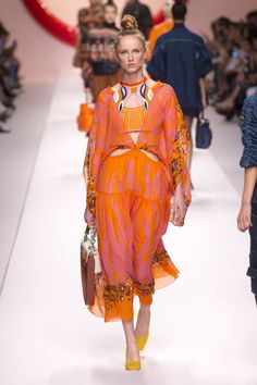 Fendi Spring 2019 Ready-to-Wear Fashion Show Collection  See the complete  Fendi 8f25612245