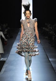 gaultier-couture-ss2011-runway-014_124040388109-103794