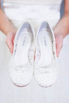 If you want to find very comfortable wedding shoes you have two top choices, one is to wear cowgirl wedding boots (as many of our readers choose). Converse Wedding Shoes, Wedge Wedding Shoes, Bridal Flats, Wedding Boots, Bride Shoes, White Flat Wedding Shoes, Peep Toes, White Flat Shoes, Retro Stil