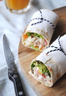 Wrap met salade van gerookte kip Lunch Restaurants, Weird Food, Wrap Recipes, High Tea, Fresh Rolls, Catering, Breakfast Recipes, Good Food, Brunch