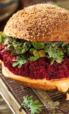 Syn Free Beetroot And Quinoa Burgers Slimming World Hummus Recipes, Slimming World Burgers, Vegan Slimming World, Beetroot Burgers, Quinoa Burgers, Vegan Burgers, Veggie Recipes, Healthy Recipes, Healthy Foods