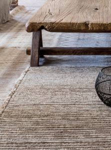 Ski Chalet, Jute, Belgian Style, Outdoor Furniture, Outdoor Decor, Entryway Tables, Architecture, House Styles, Home Decor