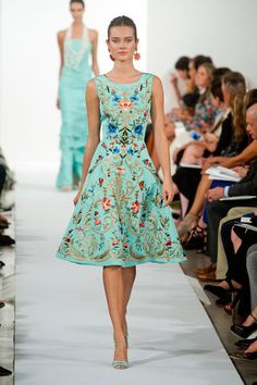 Oscar de la Renta Spring/Summer 2014 Collection at #NYFW  Full review: http://www.fustany.com/en/fashion/events/va-va-voom-at-oscar-de-la-rentas-springsummer-2014-collection  #Fashion #OscardelaRenta #FashionShow #NY #NewYork #Dresses #Floral #Summer #Fustany