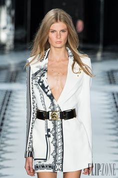 Versus Versace Printemps-été 2015 - Prêt-à-porter - http://fr.flip-zone.com/fashion/ready-to-wear/fashion-houses-42/versus-versace-4879 - ©PixelFormula