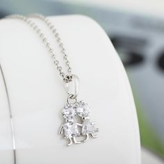 $2.48 45.5cm Platinum Plated Lovely Boy and Girl Inlay Zircon Pendant Copper Necklace http://www.eozy.com/45-5cm-platinum-plated-lovely-boy-and-girl-inlay-zircon-pendant-copper-necklace.html