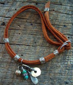 Indian Charm Looped Leather Bracelet: Bohemian, so bohemian... #boho #jewelry #jewelery