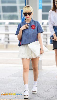 티아라 큐리 '짧은 치마 입고 사뿐사뿐'(공항패션)