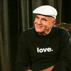 L'Amore è il mio regalo al mondo.  Come le persone mi trattano è il loro Karma,  come reagisco è il mio. . Dr. Wayne Dyer <3