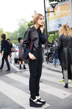 All black with a spot of white. #celine #streetstyle