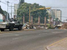 """30 de mar. de 2014 / """"Reportan presencia de tanques y tanquetas en #SanCristobal (12:20 pm)"""" (Los tanques de guerra del ejército regular no son para repeler manifestaciones)."""