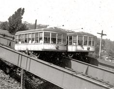 There are some other photos that show two cars, and trolley wire over both tracks, and very narrow stations between the tracks. Duluth MN