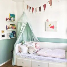 Ikea Hemnes bed: ideas & pictures- Ikea Hemnes Bett: Ideen & Bilder Here you will find the best ideas for living on the topic of Ikea … - Ikea Hemnes Daybed, Hemnes Day Bed, Girls Daybed, Girls Bedroom, Ikea Bedroom, Bedroom Furniture, Hack Ikea, Ikea Ikea, Ikea Malm