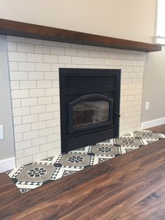 Wonderful Free of Charge Fireplace Tile ideas Strategies It can be winter. However the excellent skiing conditions have not gotten but, this cold begun tapping for our own entry Subway Tile Fireplace, Fireplace Tile Surround, Brick Fireplace Makeover, Fireplace Remodel, Fireplace Wall, Fireplace Surrounds, Fireplace Design, Fireplace Mantels, Fireplaces