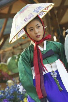 형사 Duelist는 2005 the movie of S. Korean Traditional, Traditional Clothes, Ha Ji Won, Korean Wedding, Korean Dress, Hyun Bin, Seoul Korea, Thai Drama, Diy Doll