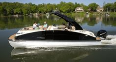 Dear Santa, All I want for Christmas is a Crowne pontoon! Barca News, Luxury Pontoon Boats, Boat Brands, Boston Whaler, Catamaran, Water Crafts, Marines, Deck Boats, Pontoons