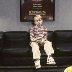Kevin Home Alone, Home Alone Movie, Macaulay Culkin Home Alone, Magazine Clothing, Kevin Mccallister, 1990s Films, Winona Forever, When Harry Met Sally, Creepy Photos