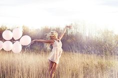 Dancing with ballons. Pastizal a las afueras de moro.