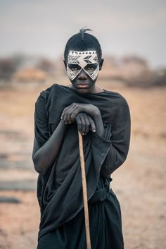 Im Vlad Cioplea a photographer from Romania This autumn I went to Tanzania Africa to photograph Maasai Bushman and Tatoga tribes because Ive always liked to discover peop. Cultures Du Monde, World Cultures, African Tribes, African Art, Art Afro, Arte Tribal, Tribal People, Art Africain, A Whole New World