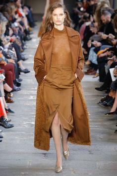 Max Mara Autumn/Winter 2017 Ready to wear Collection | British Vogue