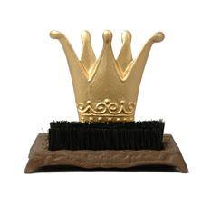 """Skoborste """"Krona"""" den ultimata skoborsten för ditt slott.  Låt dina gäster göra rent sina skor innan de kliver in. 279:-  www.prydnadsrummet.se"""
