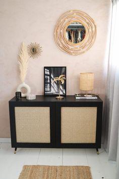 ET transformer un mobilier '' suédois '' de base en un raffinement total ! Ikea Furniture Hacks, Home Furniture, Furniture Design, Plywood Furniture, Chair Design, Design Design, Modern Furniture, Diy Bedroom Decor, Living Room Decor