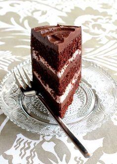 Wicked sweet kitchen: Ihanan mehevä suklaatäytekakku vadelma- ja suklaatäytteellä Delicious Cake Recipes, Yummy Cakes, Dessert Recipes, Desserts, Finnish Recipes, Cake Fillings, Easy Baking Recipes, Frosting Recipes, C'est Bon