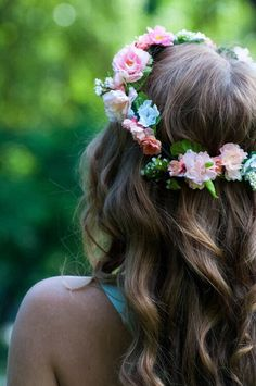 c446b30635f0 wedding curl and flower crown inspiration. wedding hair down ideas.