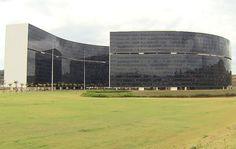 Principais Obras de Oscar Niemeyer - No Brasil e No Exterior - Em 2010, o governo de MINAS GERAIS ganhou nova sede projetada pelo arquiteto