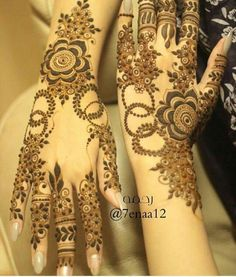 Image uploaded by Sayeda ♡. Find images and videos about henna, mehndi and eid on We Heart It - the app to get lost in what you love. Pretty Henna Designs, Khafif Mehndi Design, Floral Henna Designs, Finger Henna Designs, Arabic Henna Designs, Mehndi Designs For Girls, Modern Mehndi Designs, Dulhan Mehndi Designs, Mehndi Design Pictures