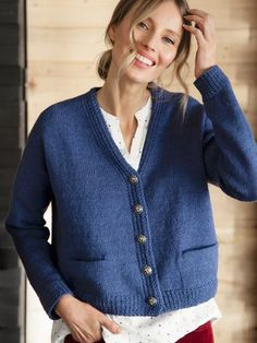 A classic marine cardigan with pockets, brass buttons and structured front bands. Put on your red trousers and hop on board! Knitting Patterns Free, Free Pattern, Knit Cardigan Pattern, Red Trousers, Knitting Needles, Cardigans For Women, Put On, Sweaters, Fashion