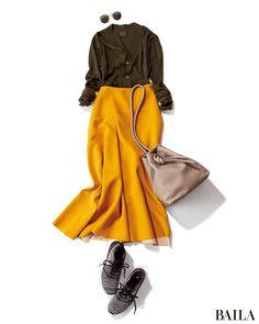 腰高の長め丈フレアスカートは、秋らしいムードとスタイルアップが叶う便利アイテム。秋らしいイエローを選べば、差し色ボトムとして重宝します。休日は、Vネックのカーディガンを一枚で上に、そしてハズしのスニーカーを。こうすると、トレンド感がぐっと上昇。ラフでこなれたムードが、女子会にもっ・・・