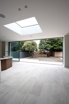 minimal windows slid open on rear extension with fixed, frameless roof light above Kitchen Diner Extension, Open Plan Kitchen Dining, Rear Extension, Extension Ideas, Roof Window, Window Lights, Skylight Window, Decoration Inspiration, Roof Light