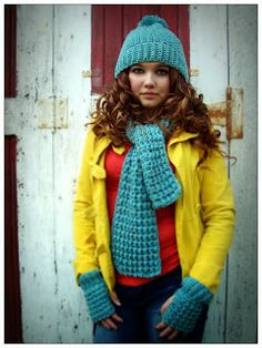 This Housewife Life: Trinity Stitch Scarf ~ FREE PATTERN - pattern for fingerless gloves and hat are available, too! Knit Or Crochet, Crochet Scarves, Crochet Clothes, Crochet Stitches, Free Crochet, Crochet Patterns, Crochet Ideas, Crocheted Scarf, Scarf Patterns